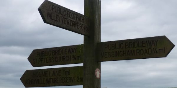 Wooden fingerpost sign at Bottesford Beck