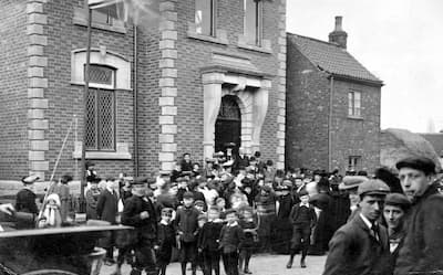 Black and whote photo of the opening of Ashby Library in 1906